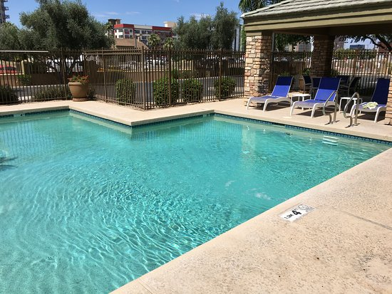 Holiday Inn Hotel & Suites Phoenix Airport: Doesn't have to be heated. It's always hot outside and fine in the water.
