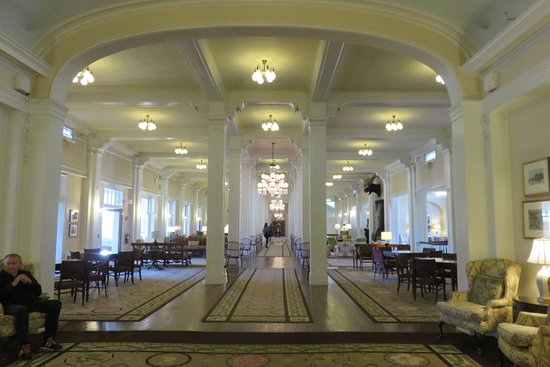 Mount Washington Hotel & Resort Dining Room: grand salon à l'entree
