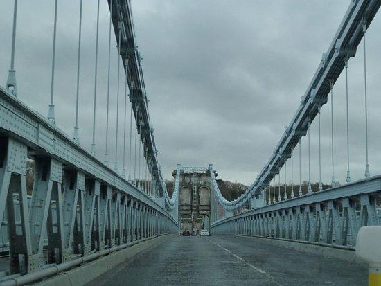 Menai Bridge, UK: Middle of bridge