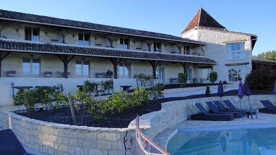 Lauzerte, Frankrig: chambres côté ouest, piscine à debordement