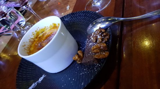 Beaumaris, Australia: Sweet: Crème brulee with chocolate biscotti