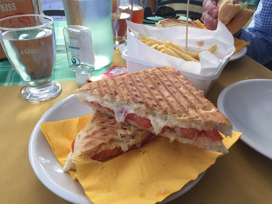 Il Mago Birreria Paninoteca: Great selection of beers and wide variety of paninis