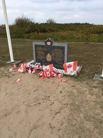 Courseulles-sur-Mer, Francja: Memorial