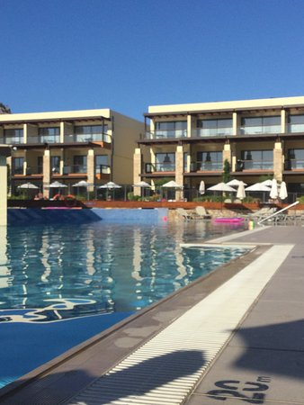 Island Blue Hotel: A lovely hotel with rooms flanking the pool