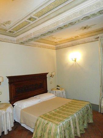 Antica Residenza Cicogna : Ricami suite : main bedroom
