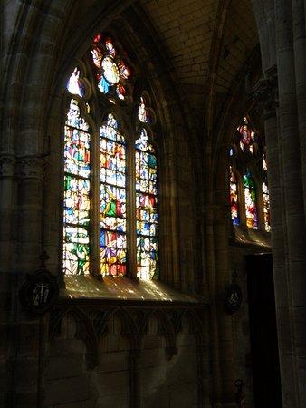 L'Epine, France: vitrail nord