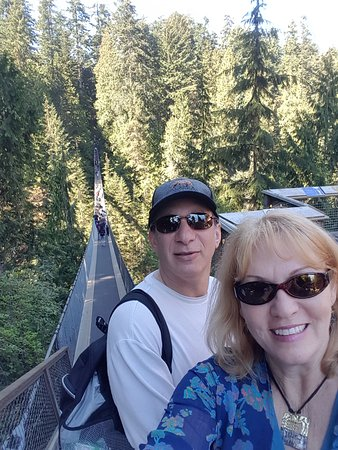 North Vancouver, Kanada: Starting out over the suspension bridge