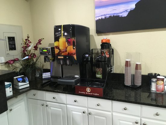 Rodeway Inn - Encinitas: Reception hot drink area.