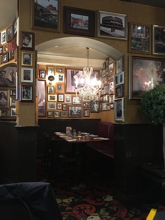 Buca di Beppo: Went again to have the Sunday lunch again. Again very good food, excellent choice. Staff are che