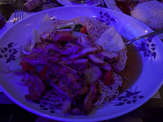 Can Tho: Grilled chicken with vegetables and crunchy noodles