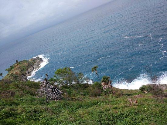 Rawai, Tailandia: Вото сделано утром , в пасмурную погоду. Думаю в солнечный день море еще красивее.
