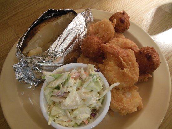 Simpsonville, Caroline du Sud : 6 piece fried shrimp plate (baked potatoes available on a limited basis after 4:00 p.m.