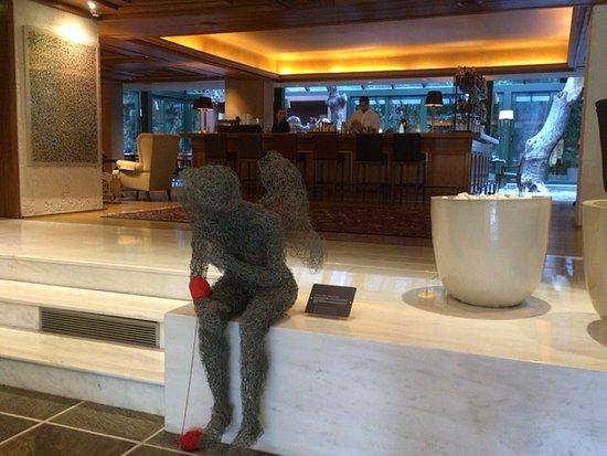 Herodion Hotel: ロビーから続くレストランエリア