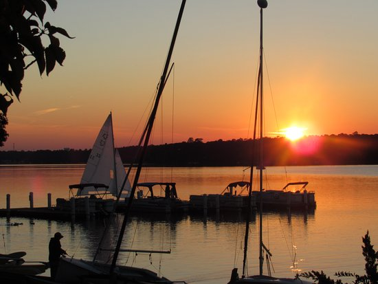 Midlothian, Virginie : sunset with sailboat.......nice