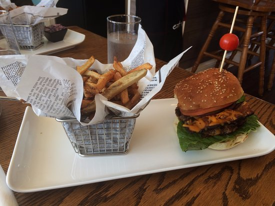 Mahone Bay, Canada: The Docksider Burger
