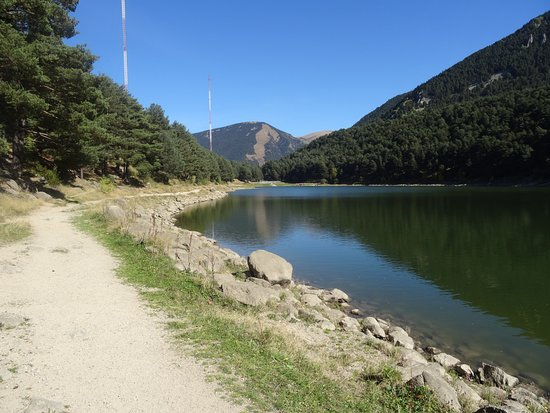 Encamp, Andorra: Wanderweg um den Llac d'Engolasters