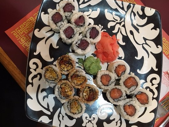 Warminster, Pensilvanya: Sushi Special 3 rolls plus you get a side dish
