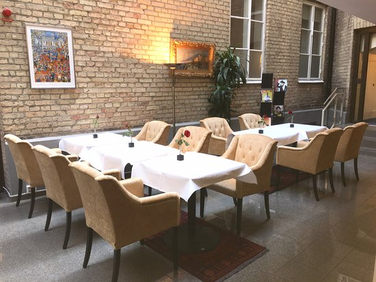 Lund, Sweden: Breakfast and lobby area