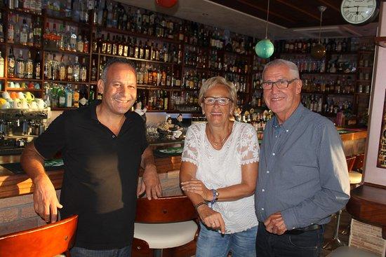 Fiesta Bar & Grill: Grote selectie drank.