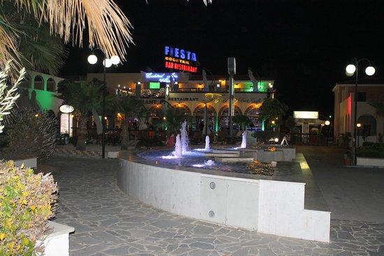 Fiesta Bar & Grill: Sfeervol pleintje