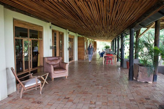 Kyambura Gorge Lodge: We had dinner on this verandah in the evening