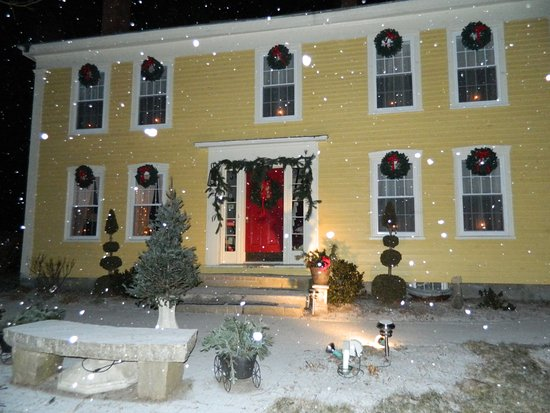 Durham, ME: The Inn at Christmas