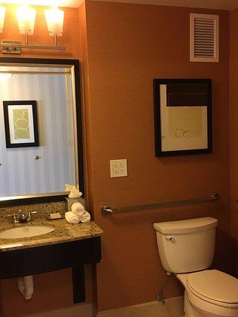Incroyable Hilton Columbus At Easton: Bathroom In Hilton Hotel Easton Columbus Ohio