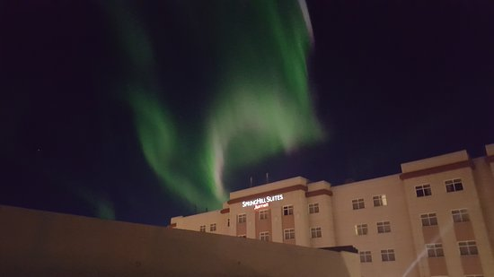 SpringHill Suites Fairbanks: Northern Lights over The Hotel