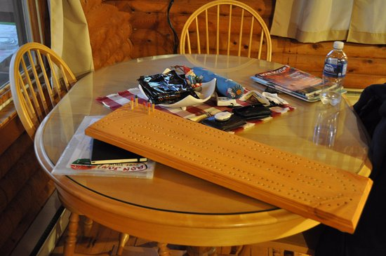 Margaree Forks, Kanada: Kitchen table and huge crib board