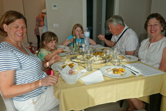Peccioli, Italien: Eating our meal we helped make at our Villa!