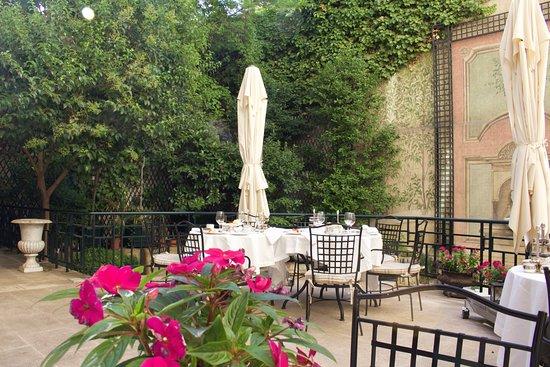 Hotel Orfila: Terassen där vi år vår frukost. Lugnt, avslappnat och fint!