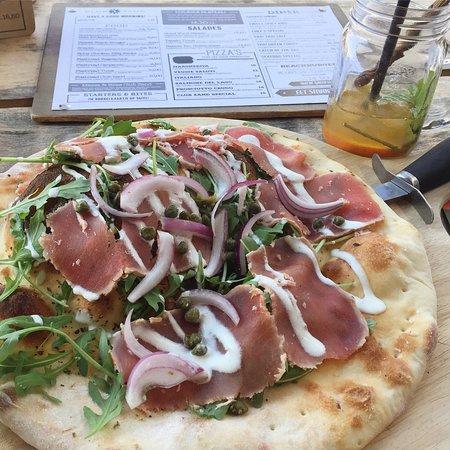 Castricum, Нидерланды: Flatbread Tuna soooo good