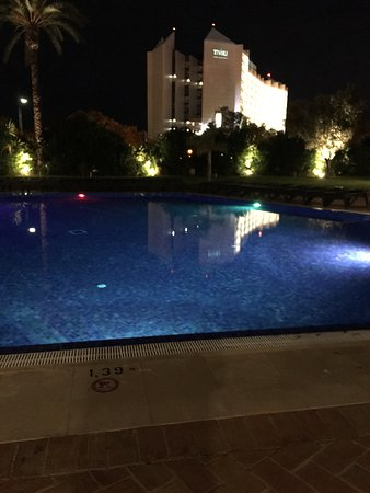 Dom Pedro Marina: Pool in the evening