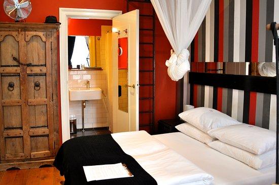 Mauro Mansion: Room 11