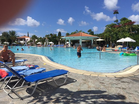 Avanti Holiday Village: Avanti pool and poolside bar