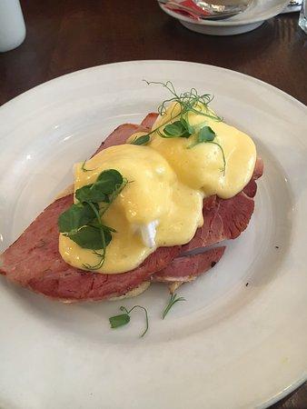 Atina Kitchen: Eggs benedict and burger