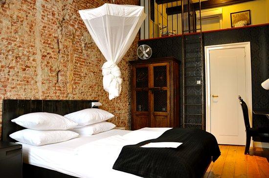 Mauro Mansion: Room 12