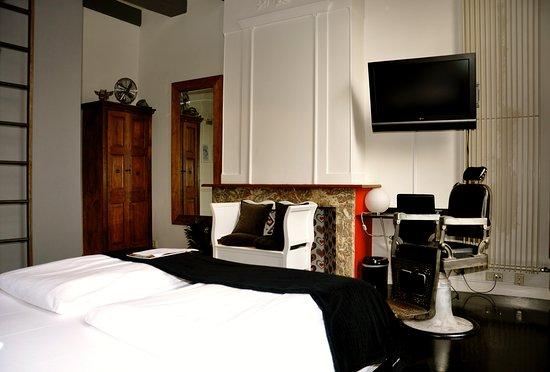 Mauro Mansion: Room 21
