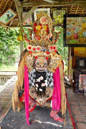 Mengwi, Indonésia: Barongfigur in der Tempelanlage von Taman Ayun