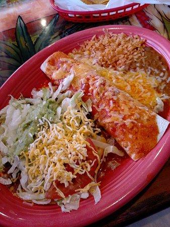 เซนต์ปีเตอร์, มินนิโซตา: Guac-stada, beef burrito, rice & beans.