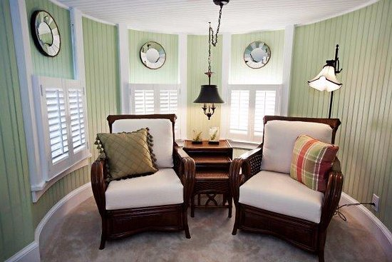 The White Doe Inn Bed & Breakfast: Tower Suite Sitting Room with Fireplace.