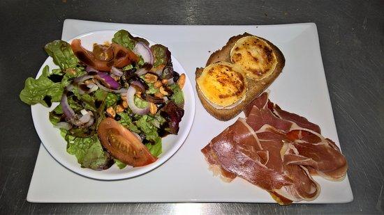 Thouars, Frankrike: Salade de Mario à la carte