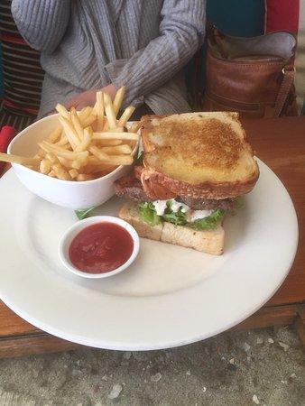 Split Bar & Restaurant: Great lunch dishes!