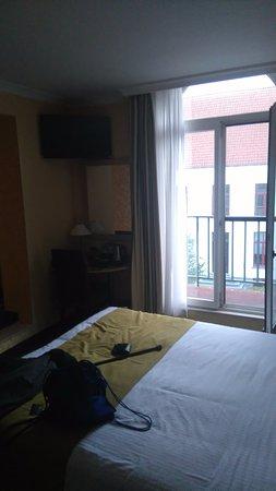 Flanders Hotel: room 208