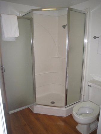 The shower insert - Picture of Motel 6 Salinas South - Monterey Area ...