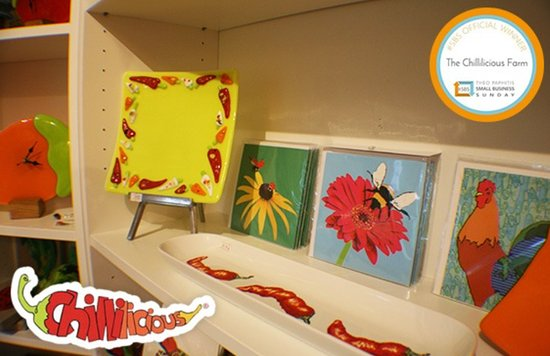 Ceres, UK: Both local artists and farm made art decorate the shelves