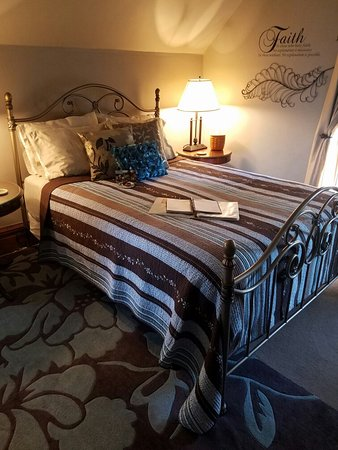 Country Victorian Bed and Breakfast: 20161014_165821_large.jpg