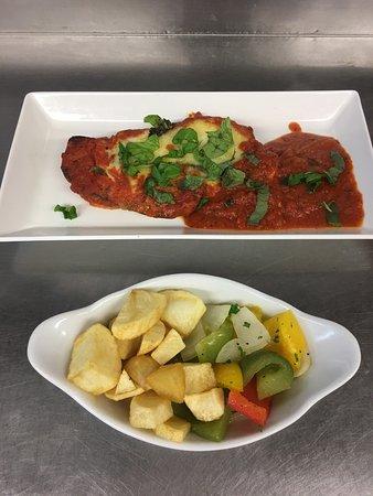 Listowel, ไอร์แลนด์: Delicious Italian dishes...🇭🇺🍷🍝🍕😋🇭🇺