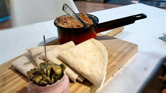 Illescas, Ισπανία: Tacos de solomillo salteados con champiñones, guacamole y tortillas de harina