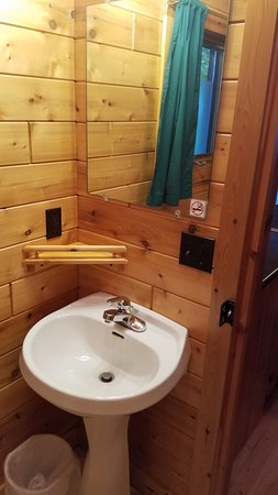 Mackinaw Mill Creek Campground: Bridgeview 6 Person Cabin